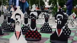 Студія РозУмка провела шаховий турнір для всіх бажаючих на майданчику вуличних шахів.